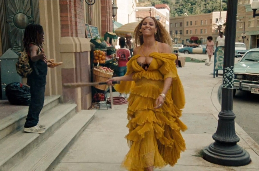 Beyonce in yellow
