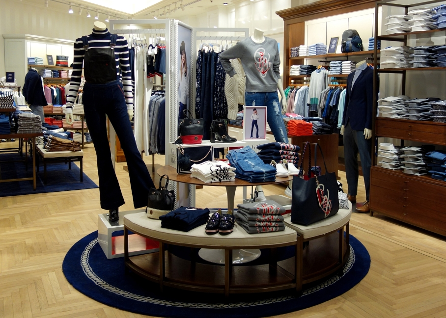 gigi-x-tommy-hilfiger-display
