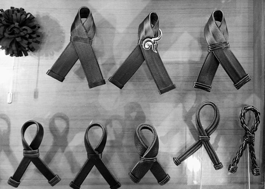 black-ribbons-and-pins