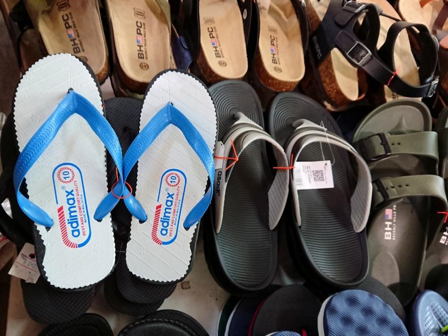 Tat Sing slippers now adimax