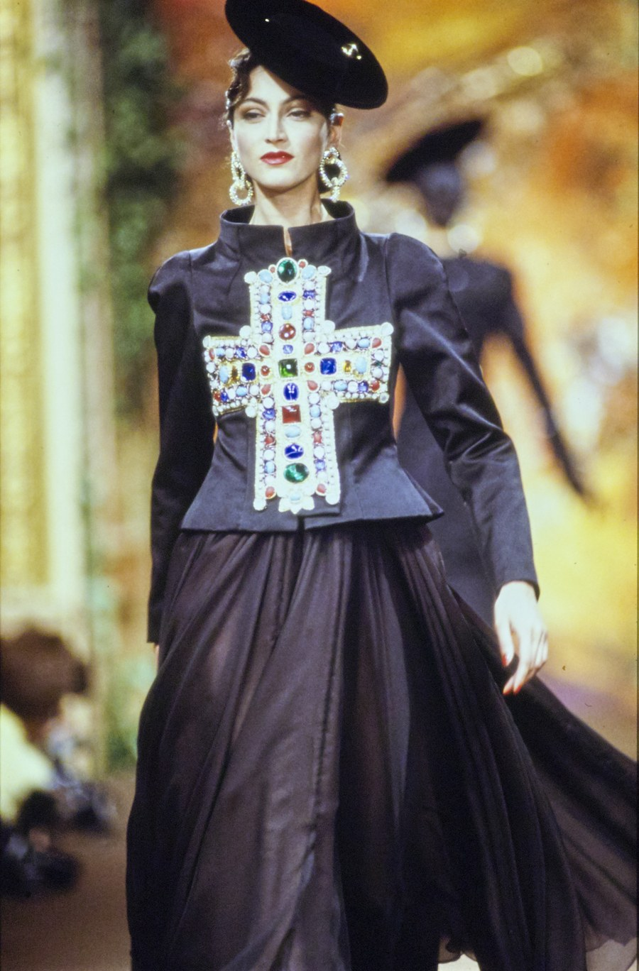 042-christian-lacroix-fall-1988-couture-CN10053654-anne-rohart